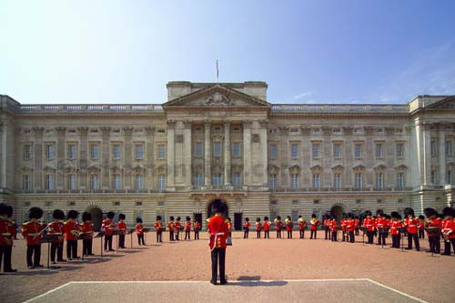 buckingham_palace_london_uk_photo_gov.jpg